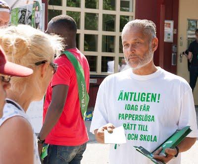 Miljöpartiet i Nackas ena språkrör Sidney Holm svärmar på Orminge Karnevalen 2014.